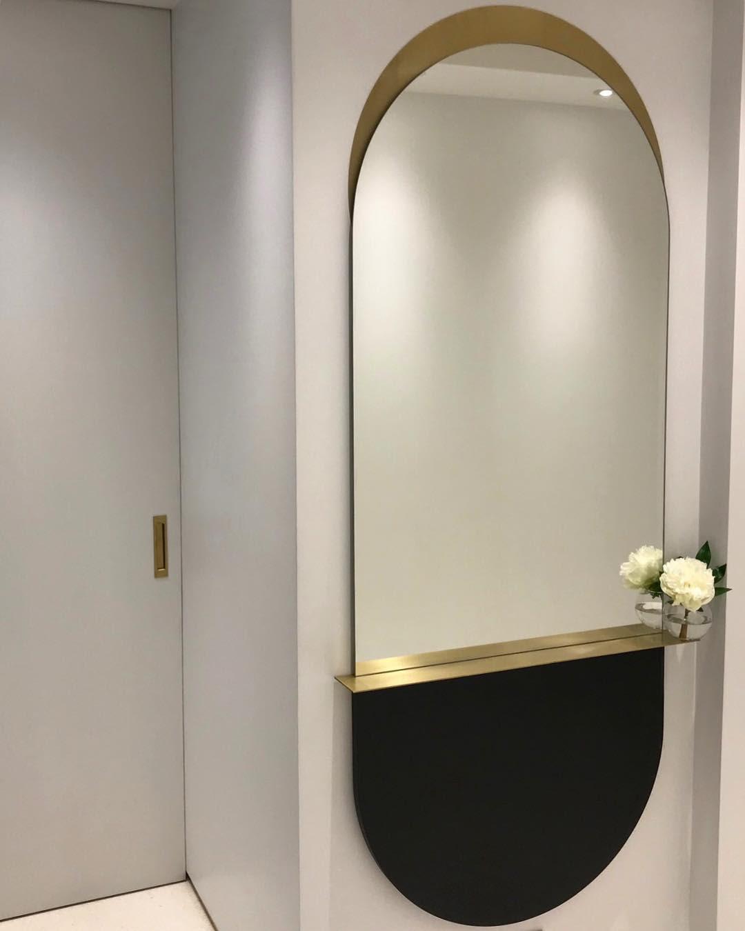 Oval oversized mirror