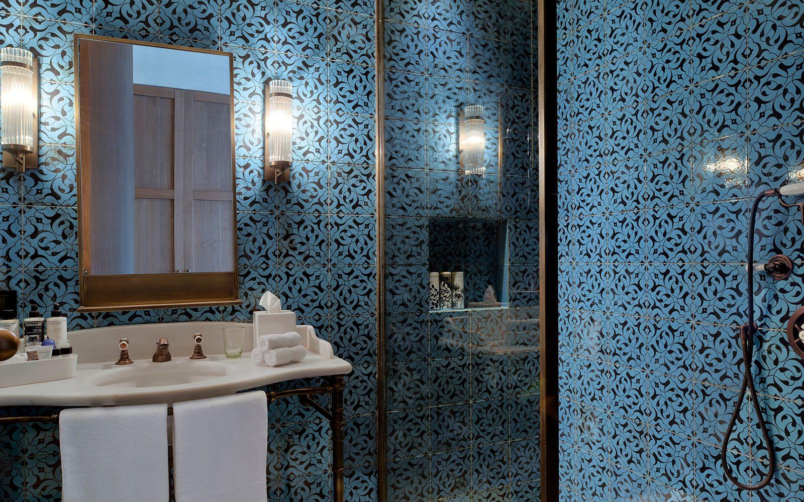 Blue floral pattern Lisbon wall tile