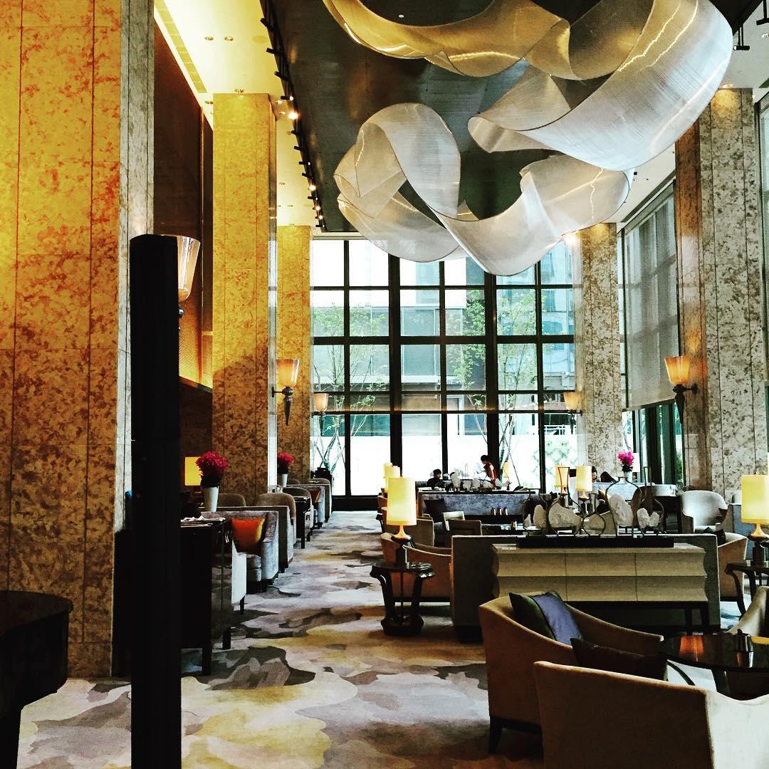 Sculptures by Nikolas Weinstein seen at Midtown Shangri-La Hotel, Hangzhou, Hangzhou Shi - Lobby Glass Fabric Sculptures
