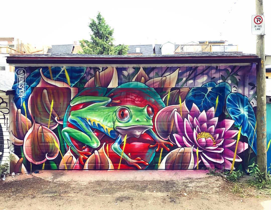Tree frog street mural