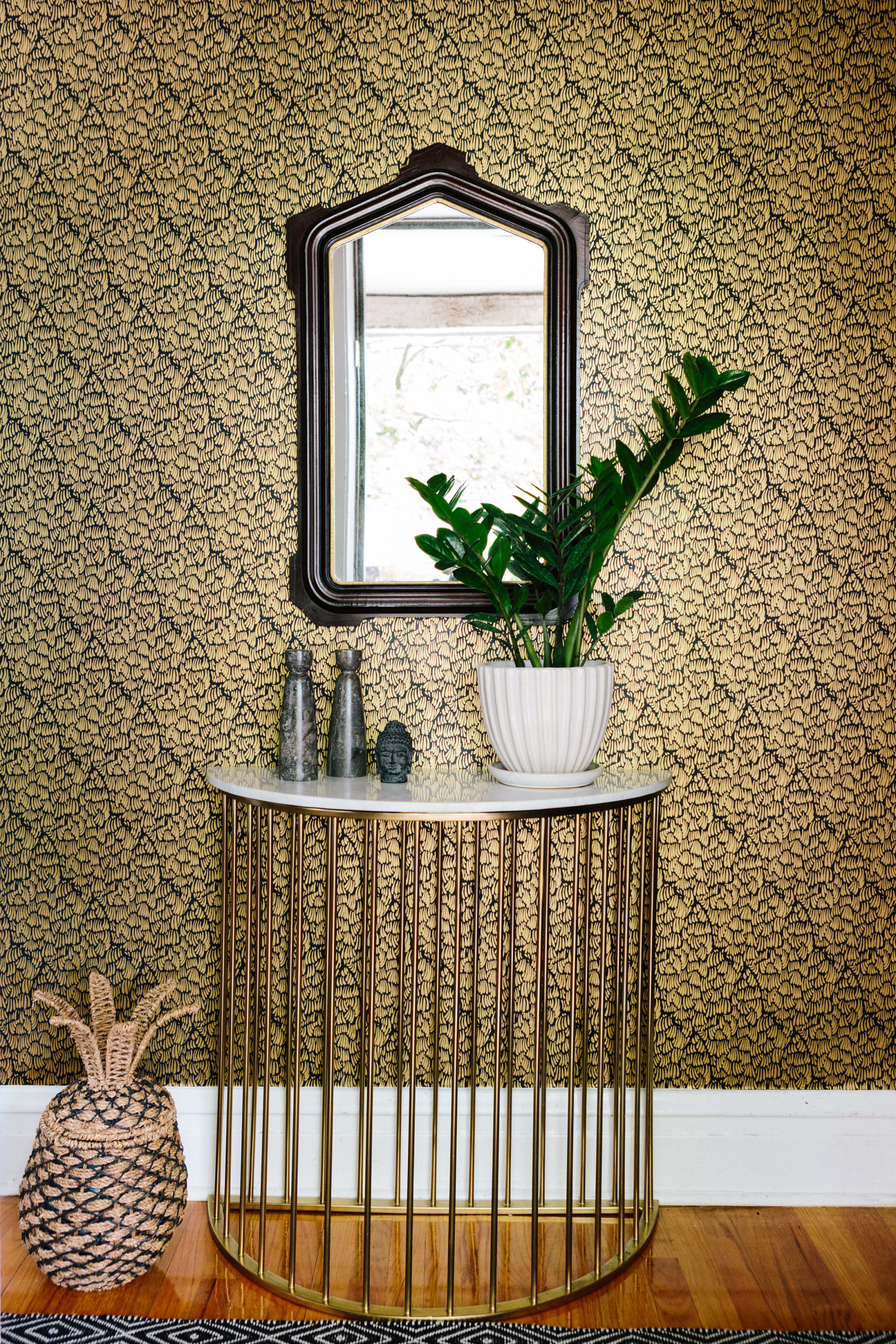 Wallpaper by Relativity Textiles seen at Private Residence, Chicago - Gaar Black