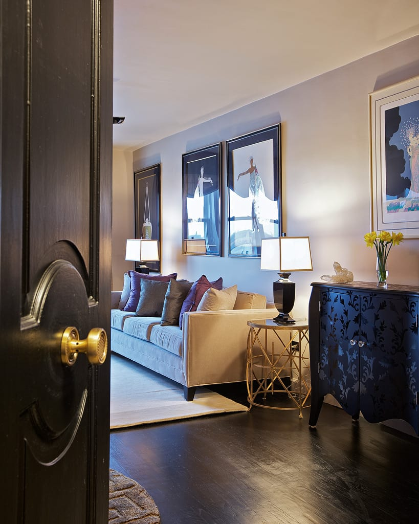 Interior Design by Marie Burgos Design seen at Private Residence, New York - BLACK & GOLD RESIDENCE