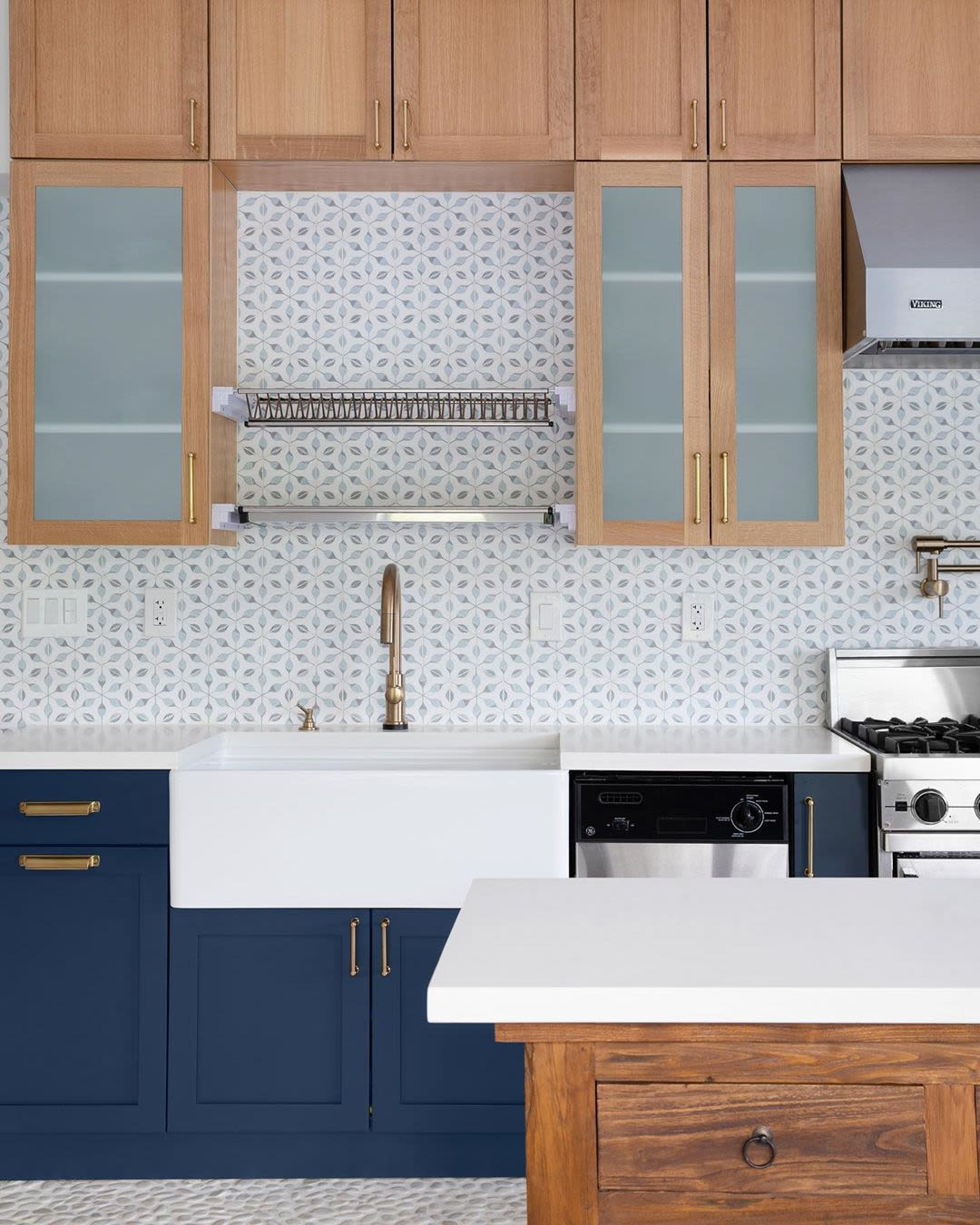 White small pattern hex backsplash