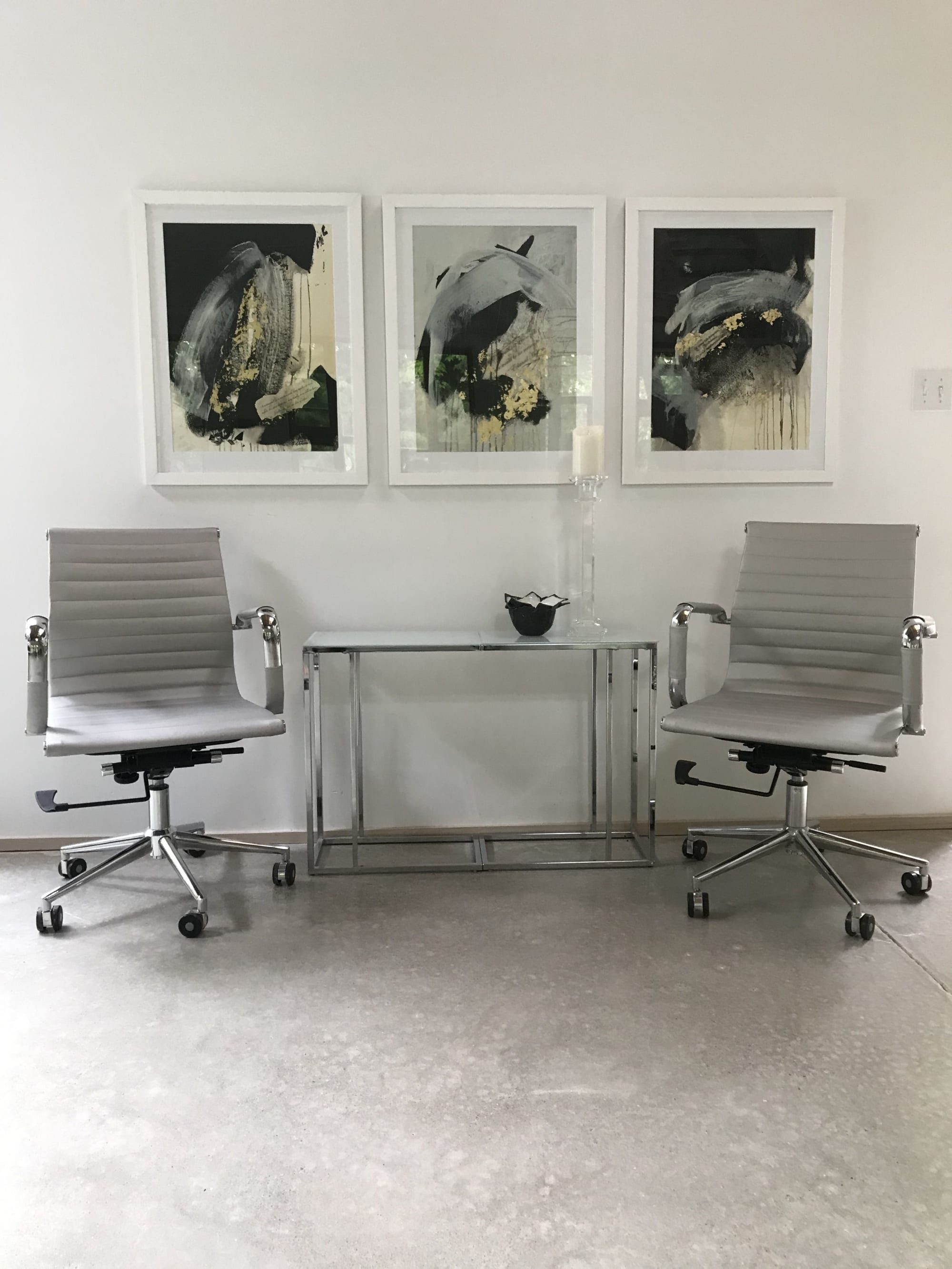 Paintings by Darlene Watson seen at Private Residence, Southampton - Minimal Riches