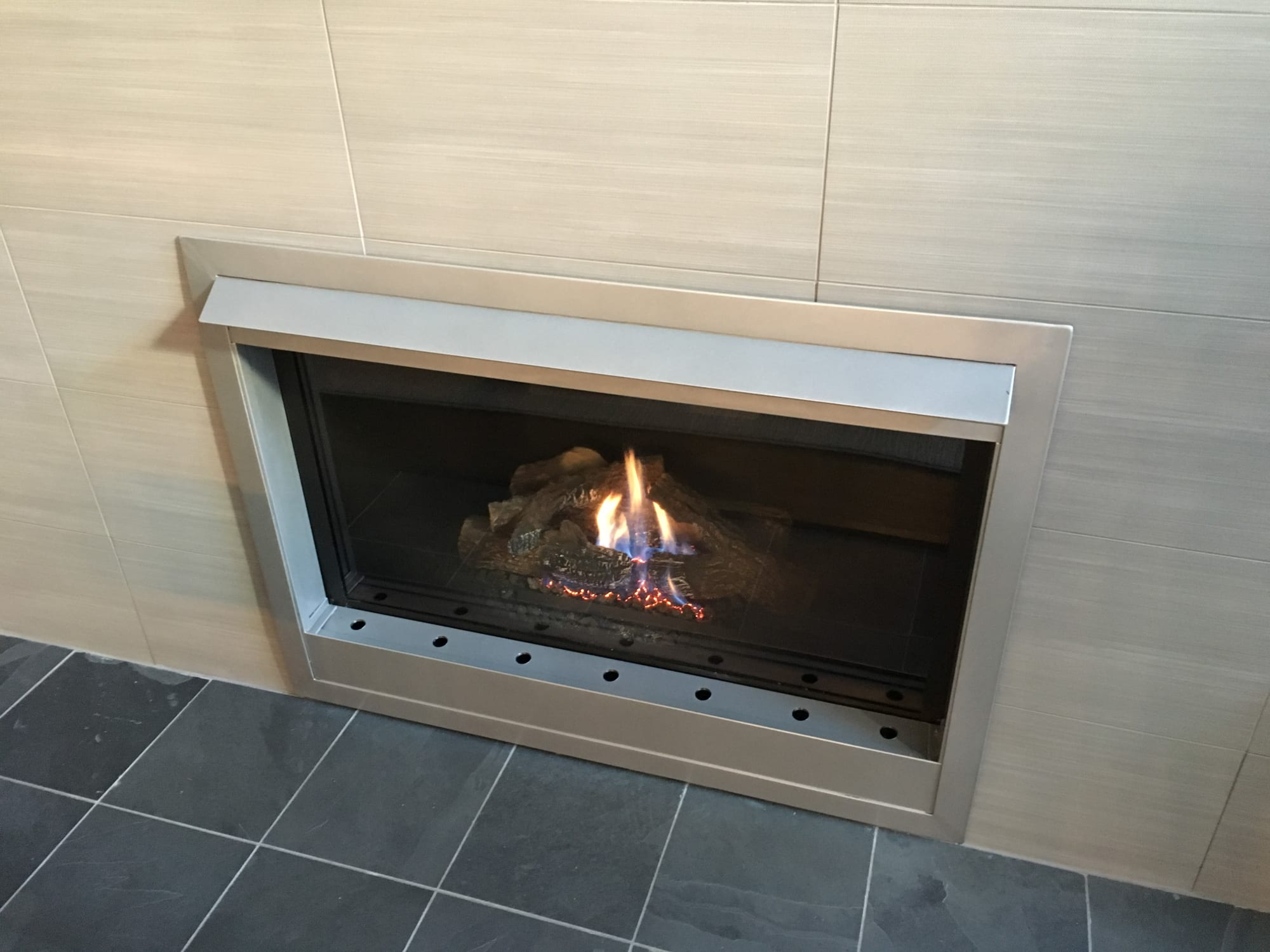 Fireplaces by ARDEZEN seen at Private Residence at Morse St, Houston, Houston - Custom Fireplace Surround