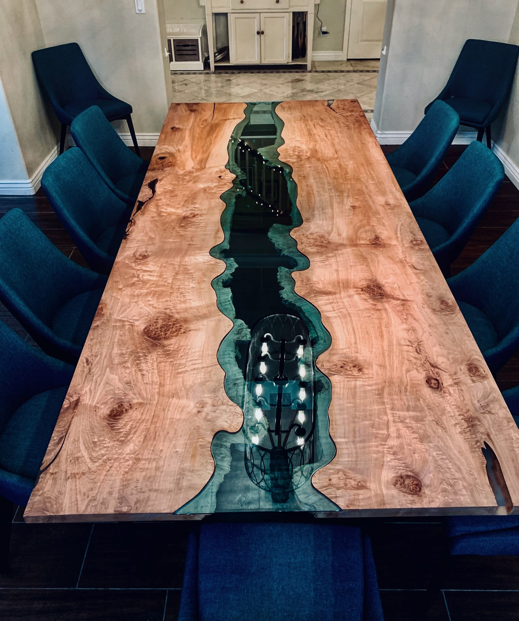 Knotted wood blue accent dining table
