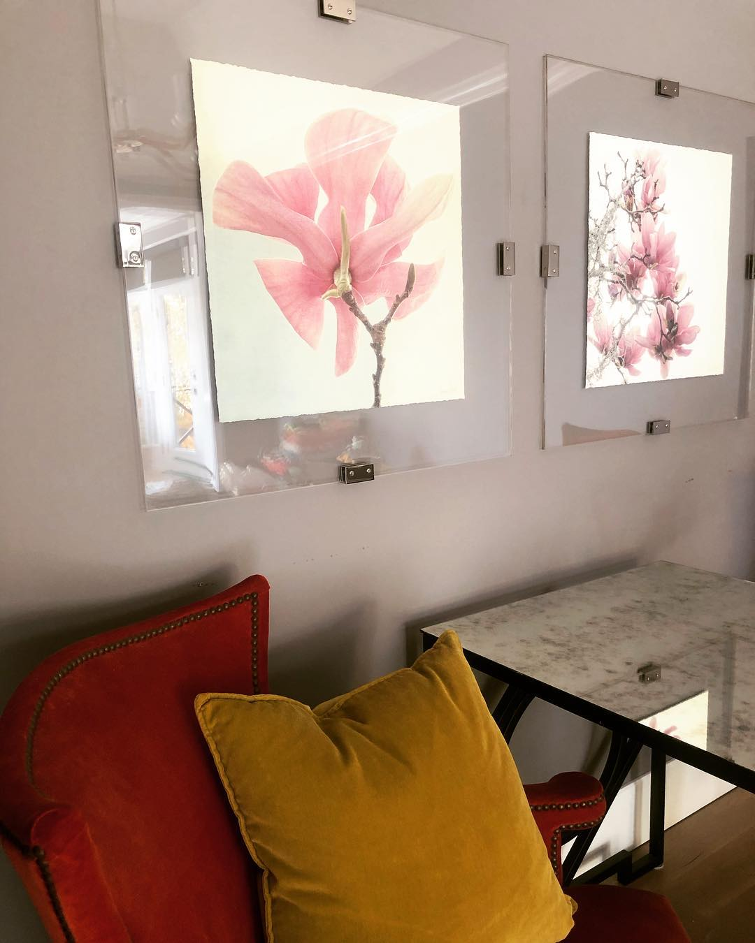 Realistic single pink flower painting