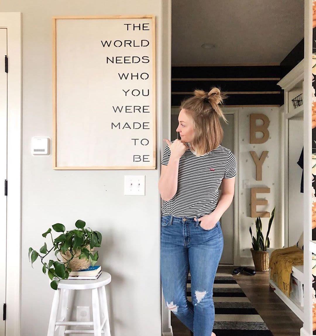 Text print wall decor