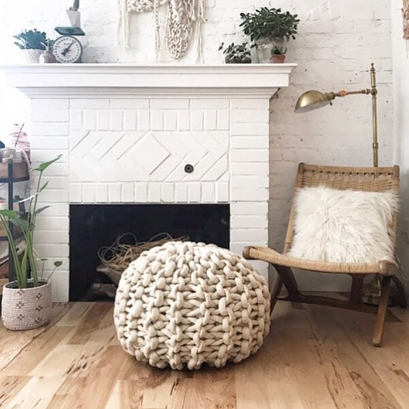 White knitted pouf