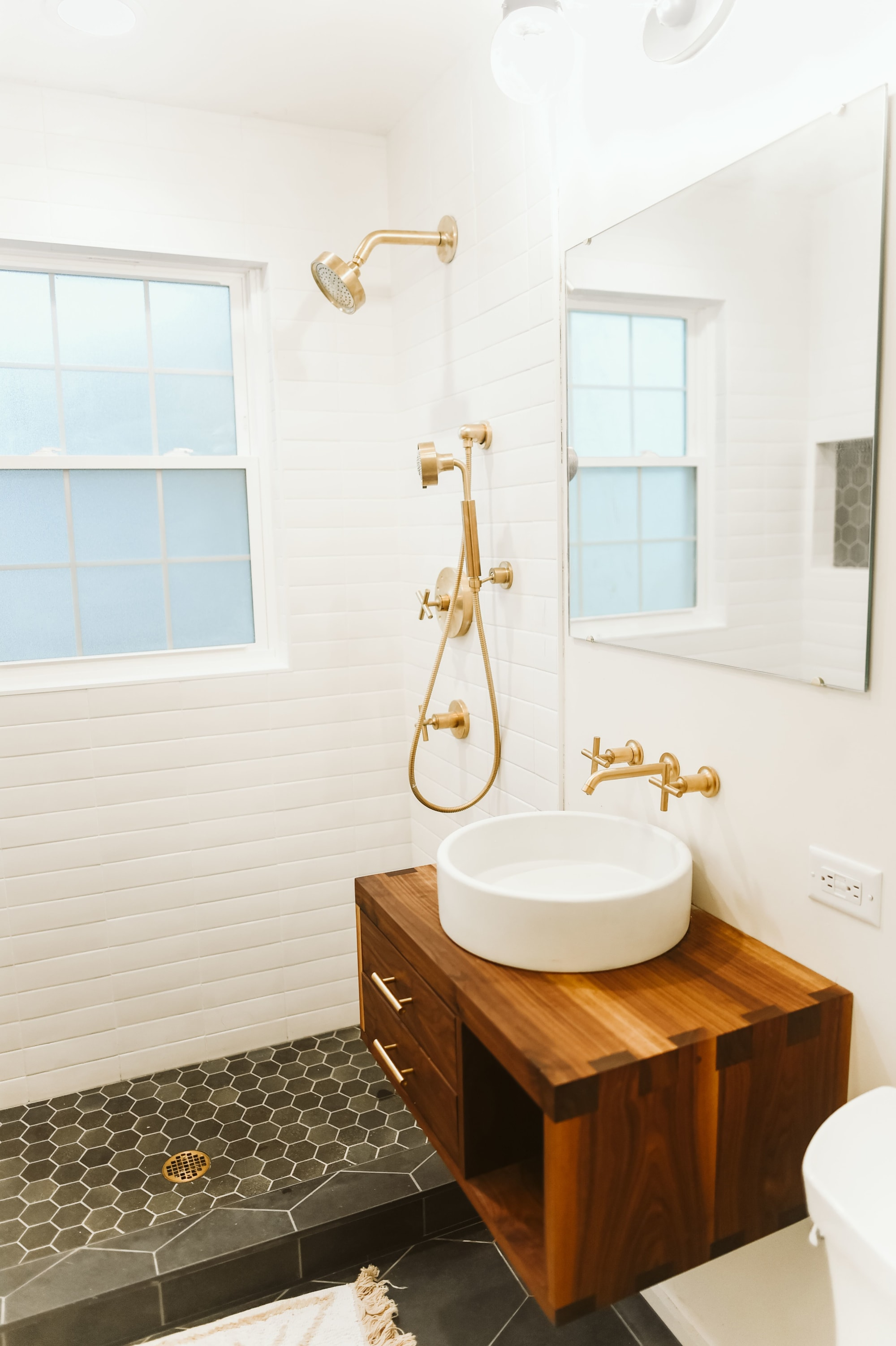 Gold Accent Retro Water Fixtures