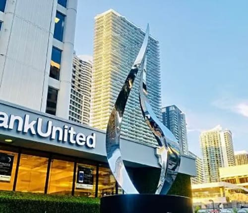 Public Sculptures by SoulArt seen at 1428 Brickell Ave, Miami - Tango