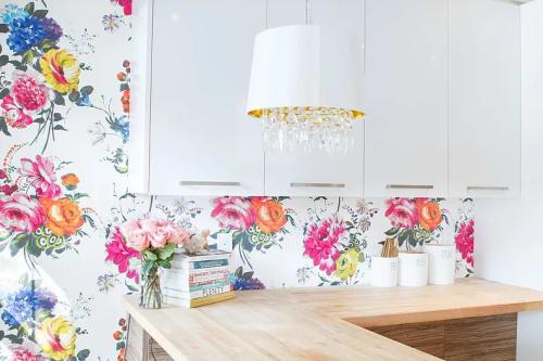 Interior Design by Lisa Batson Goldberg (LBG Interiors) seen at Private Residence, Toronto - Vibrant Victorian Kitchen