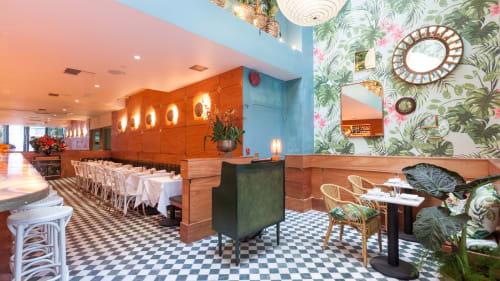 Leo's Oyster Bar, Bars, Interior Design