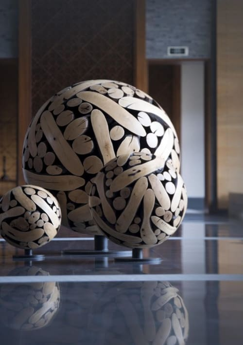 Sculptures by Lee Jae Hyo seen at Park Hyatt Sanya Sunny Bay Resort, 三亚市 - Chestnut Wood Sculpture