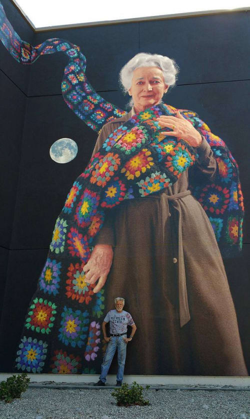 Murals by Kent Twitchell seen at Los Angeles Valley College, Los Angeles - The Freeway Lady