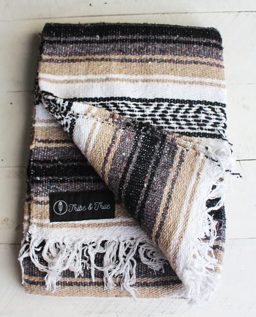 Linens & Bedding by Tribe & True seen at The Joshua Tree Casita, Joshua Tree - Handwoven Falsa Blanket