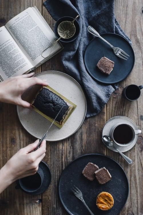 Ceramic Plates by Takashi Endo seen at traiteur pâtisserie Leirion(トレトゥール パティスリー レイリオン), Chofu - Black plate