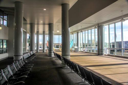 General Mitchell International Airport, Public Service Centers, Interior Design
