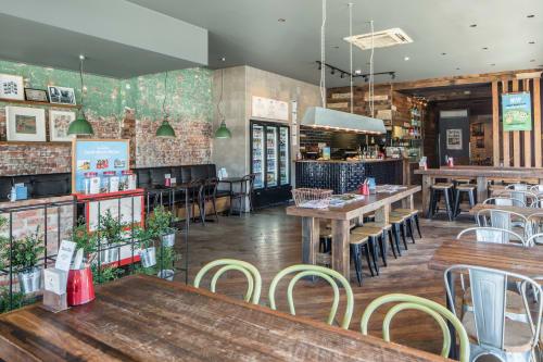 Grill'd Fairfield, Restaurants, Interior Design
