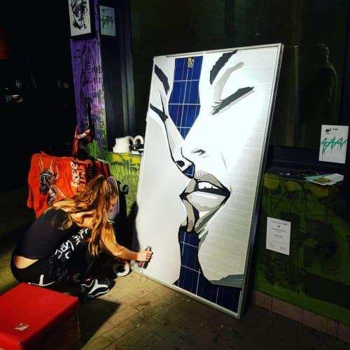"Live tape art performance ""Kiss"" on solar panel | Paintings by Fabifa | Wandelism in Berlin"