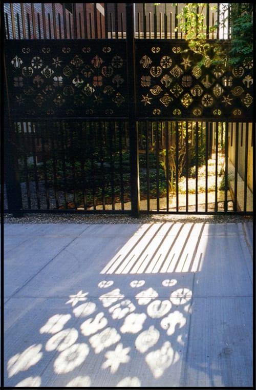 Sculptures by Arlene Slavin seen at Brooklyn Heights, Brooklyn, NY, Brooklyn - Court Street Development Fence
