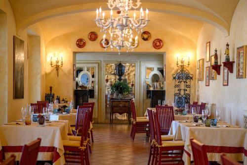 Chandeliers by Razzetti Italy seen at La Bagnaia Golf & Spa Resort Siena, Curio Collection by Hilton, Siena - Palladio Ceramic Chandelier