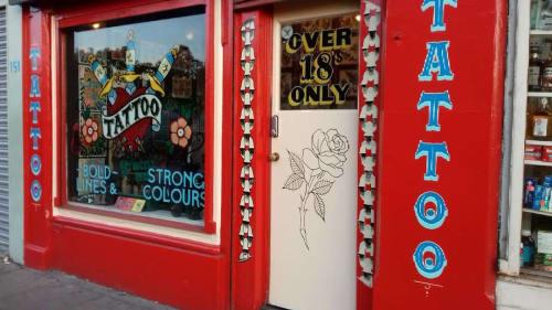 Three Daggers Tattoo Window Signs | Signage by Journeyman Signs (TATCH) | Three Daggers Tattoo in Edinburgh