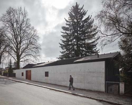 Architecture by Mjölk architekti seen at Private Residence, Liberec - House behind the wall