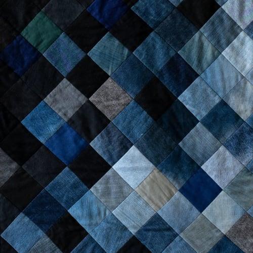 Interior Design by DaWitt seen at Private Residence, Wiesbaden - Blue Denim Quilt