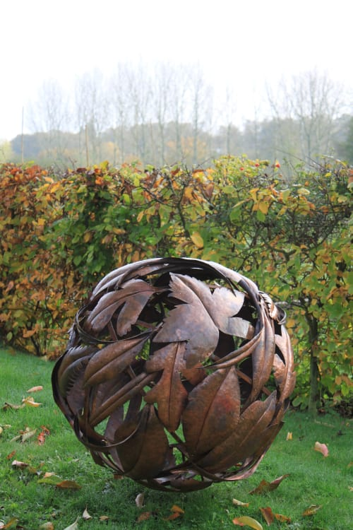 Sculptures by Cara Wassenberg seen at Private Residence, Petersfield - Lleaf Globe