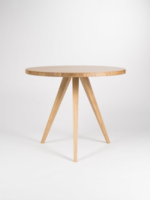 Tables by Mo Woodwork seen at Creator's Studio, Stalowa Wola - Round dining table, kitchen table, made of solid oak wood