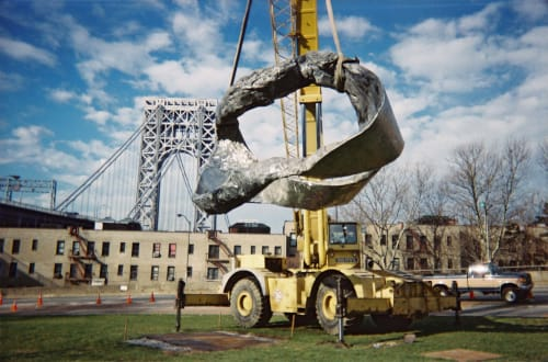 Public Sculptures by Peter Lundberg seen at George Washington Bridge, New York - Euclid