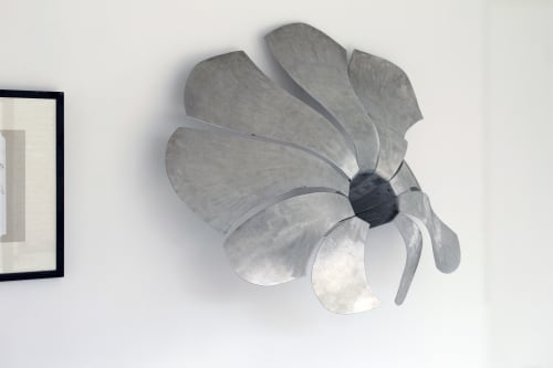 Sculptures by Jeroen Stok seen at Private Residence - flower