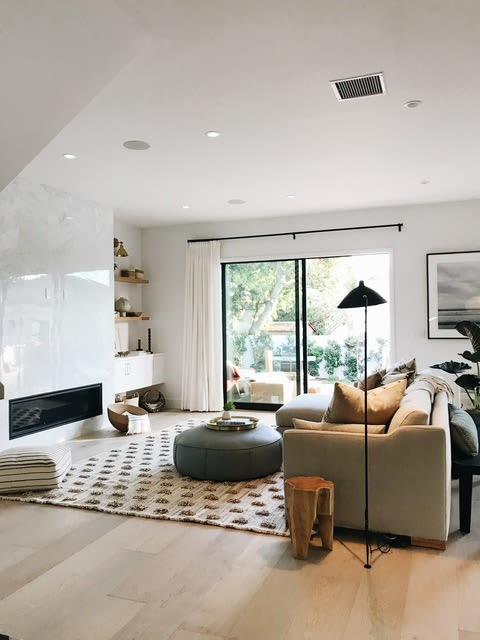 Interior Design by Atacama Home seen at Private Residence, Los Angeles - Modern Organic Rug for Platform Home