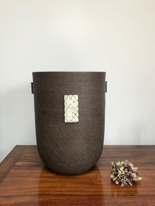 Sculptures by Ania Perkowska Ceramics seen at Private Residence, London - Large ceramic vessel with volcanic glaze