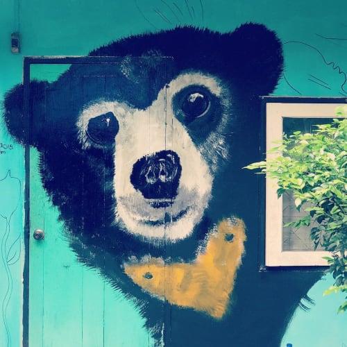 Murals by Emma-Alyce Art Australia seen at Buzza's Backpacker Resort, ปาย - mural (bear)