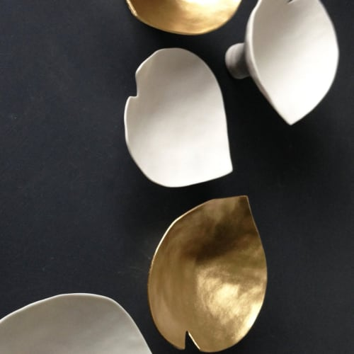 Art & Wall Decor by Elizabeth Prince Ceramics seen at Creator's Studio, Manchester - Set Of 6 Calla Lilies - White & Metallic Gold