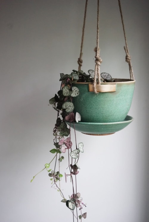 Plants & Flowers by Jessie Lazar, LLC seen at Private Residence | New York City, NY, New York - Hanging Planter