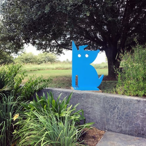 Sculptures by Jeffie Brewer seen at Private Residence, Nacogdoches - Blue Dog