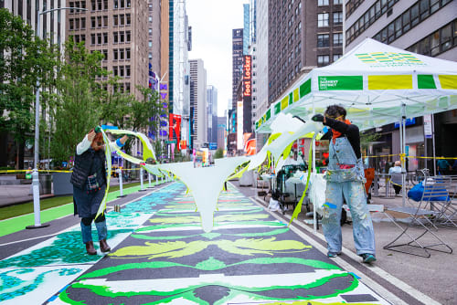 Street Murals by Nancy Saleme seen at 39th and 41st Street, New York - Ararauna