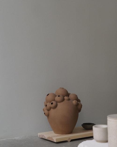 Sculptures by Anna Bystrup Keramik seen at YŌNOBI Ceramic Store, København - Ceramic Vessel