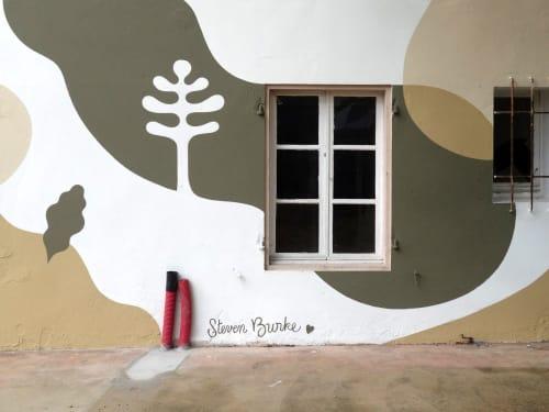 Murals by Steven Burke seen at 17 Avenue du Ctre, Soorts-Hossegor - Pavillon de la Forêt
