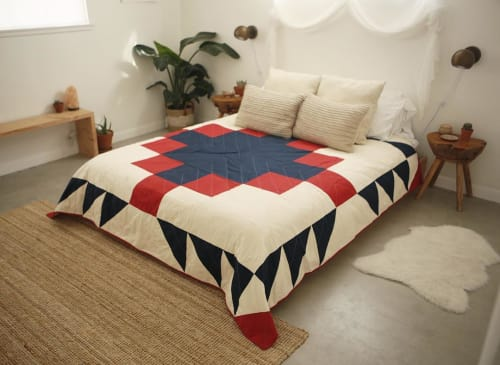 Linens & Bedding by Vacilando Quilting Co. seen at Casa Joshua Tree, Joshua Tree - Grandfather Quilt
