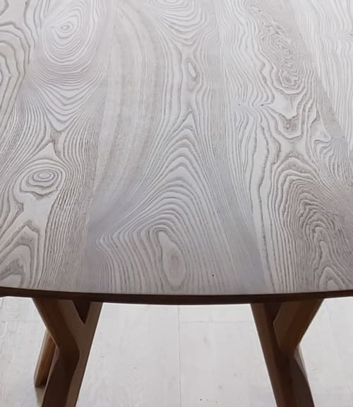 Tables by Declan Ryan seen at Private Residence, Kinsale - Juntas