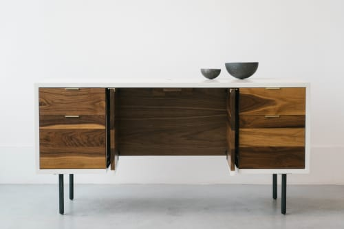 Furniture by Last Workshop seen at Private Residence, Philadelphia - Deskenza
