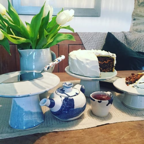 Tableware by Becci Davies (Shore Fired Pottery) seen at Private Residence, Bude - Ceramic Cake Stand