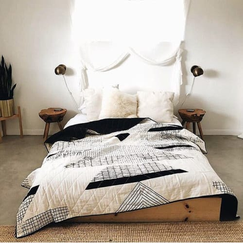 Linens & Bedding by Vacilando Quilting Co. seen at Casa Joshua Tree, Joshua Tree - Little Korboose x Vacilando Quilting Collab Quilt