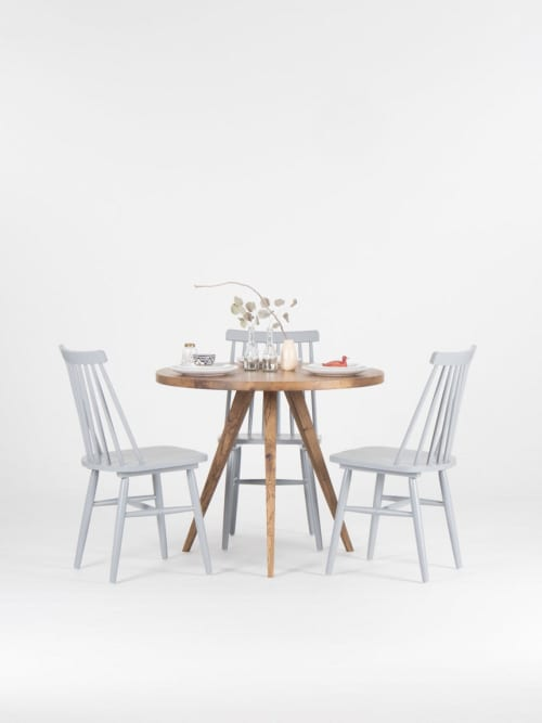Reclaimed round dining table, rustic kitchen table   Tables by Mo Woodwork