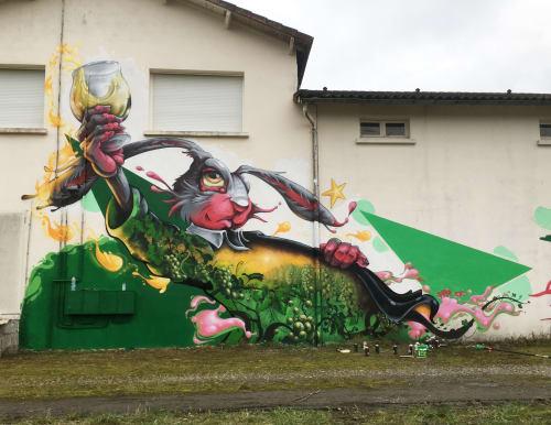 Murals by Robis21 seen at Éauze, Éauze - Santé mes Lapins!!!