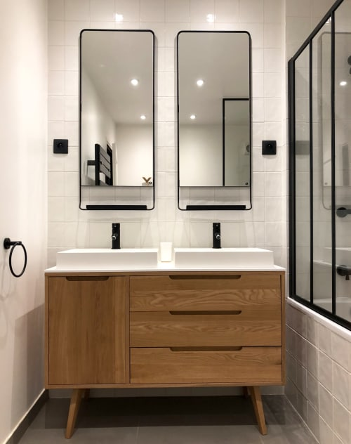 Interior Design by Thomas JENNY seen at Private Residence, Rueil-Malmaison - Black and white bathroom